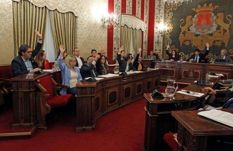 Imagen de archivo del pleno del Ayuntamiento de Alicante. EFE/MORELL