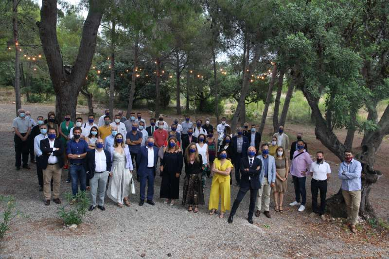 Foto de familia tras la asamblea de Asecam.
