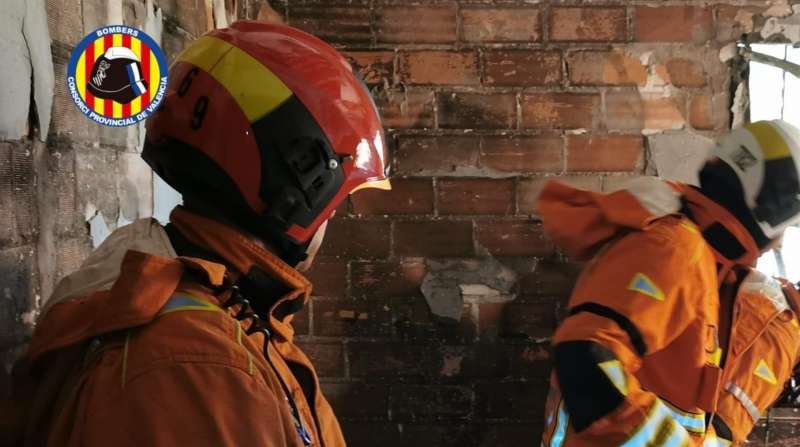 Imagen del incendio de una vivienda de Alberic facilitada por el Consorcio provincial de bomberos de Valencia.
