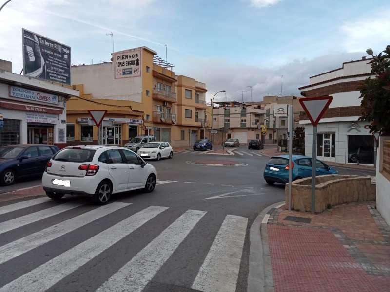 Una de las calles de Riba-roja con aceras accesibles a cota cero. / EPDA