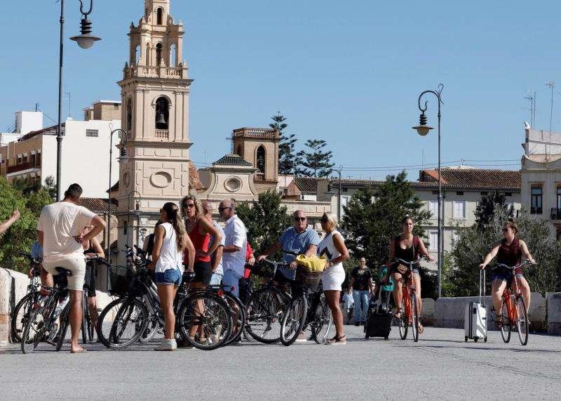 Un grupo de turistas en València. EFE/Archivo