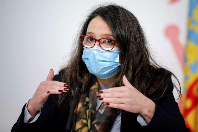 La vicepresidenta y portavoz del Gobierno valenciano, Mónica Oltra, durante la rueda de prensa posterior al pleno del Consell de este viernes. EFE/Ana Escobar.
