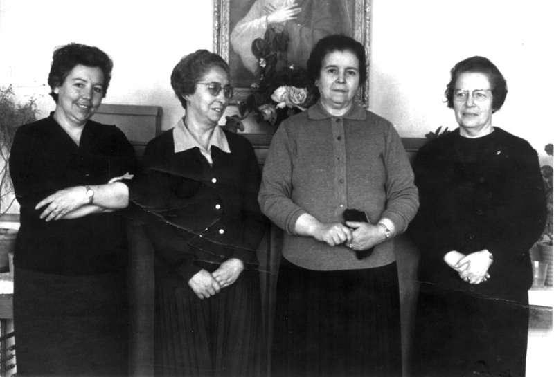 La abuela Milagros Moltó Reig (la más alta), casada con Manuel Jordá Lechuga, que fue el titular de Textiles Jordà de Requena, hasta los años 60.