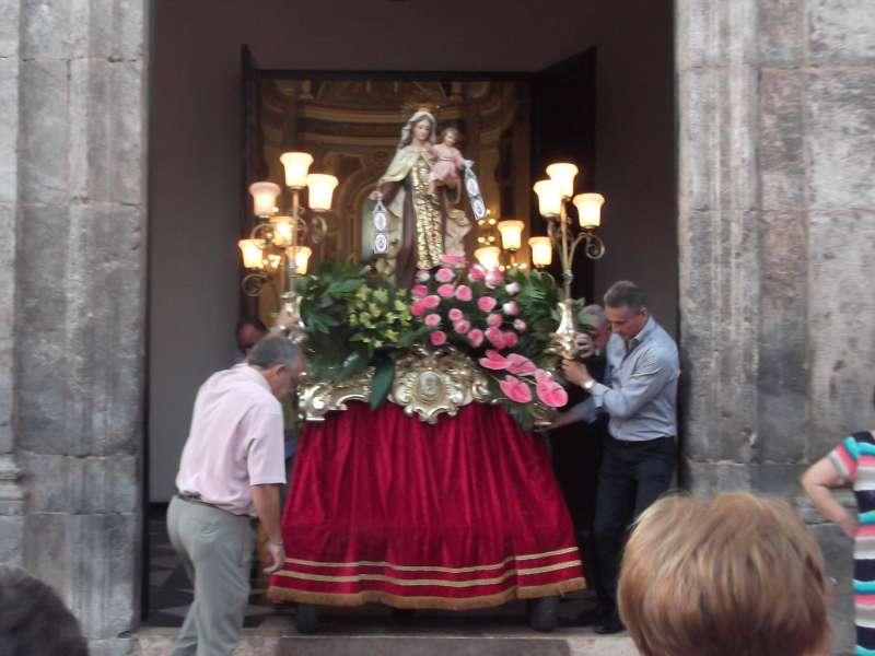 Salida de la Virgen del Carmen de la iglesia de Quart de les Valls. J. V. M.