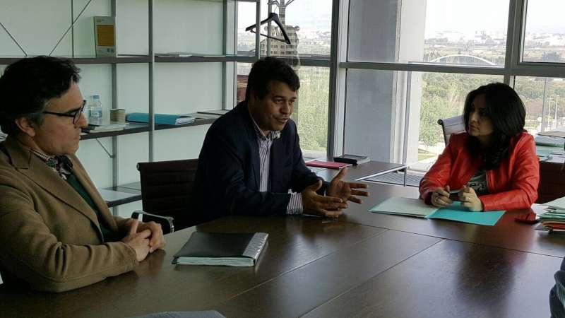 Ropero con los responsables de Vivienda de la Generalitat Valenciana. //EPDA