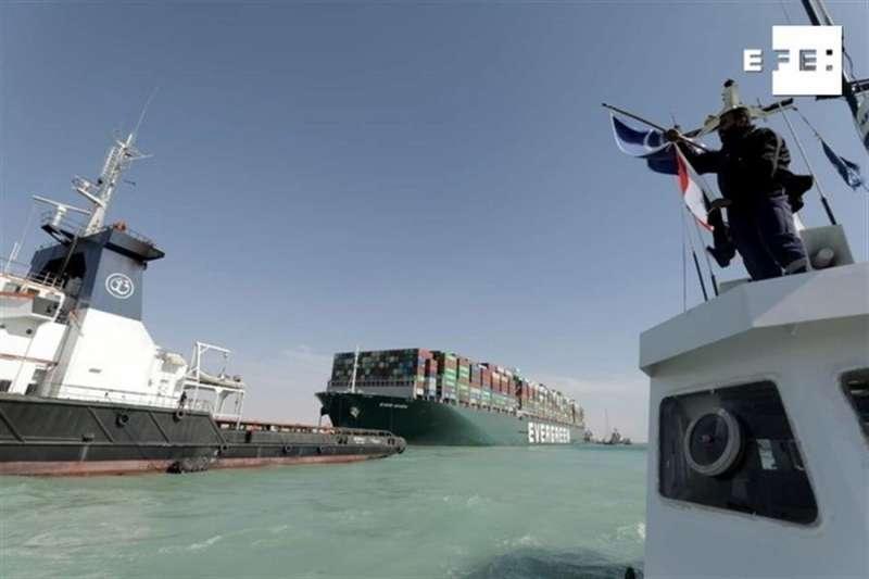 El carguero Ever Given en el canal de Suez. Archivo/ EFE