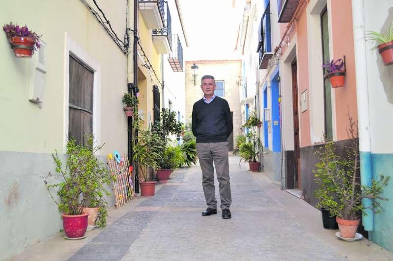 Juan Emilio Lostado en el casco histórico del municipio. EPDA