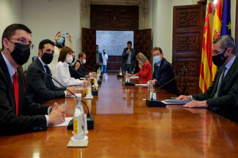 Reunión de los alcaldes con los miembros del Consell. / EPDA