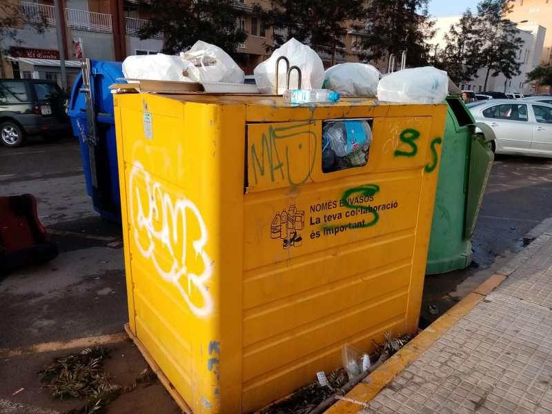 Contenedor de reciclaje en el barrio de San Francisco de Borja. EPDA
