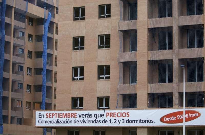 Vista de unos edificios de viviendas ofertados.