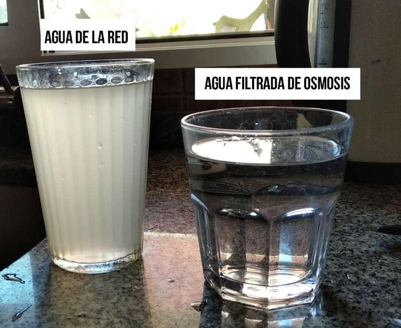 Imagen del agua de la red y filtrada por ósmosis